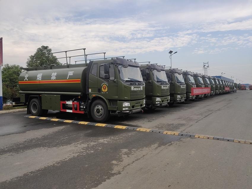 国家应急管理部采购程力油罐车15台展示图片